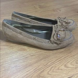 Tan moccasins style flats size 8 super comfortable